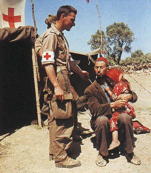 санитар с ребенком 1956
