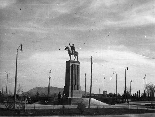 Памятник в Тегеране