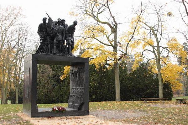 памятник сов