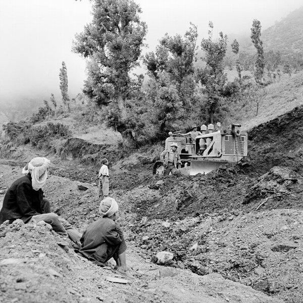 Бульдозер упр солдатом из 50 инж бат июнь 1965 Гайан