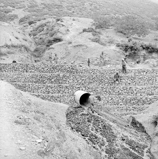 Только что уст трубу под дорогой июнь 1956 Гайан