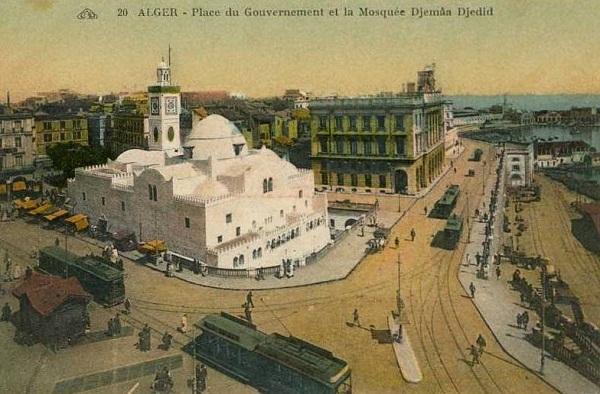 Алжир пл правительства и мечеть.jpg