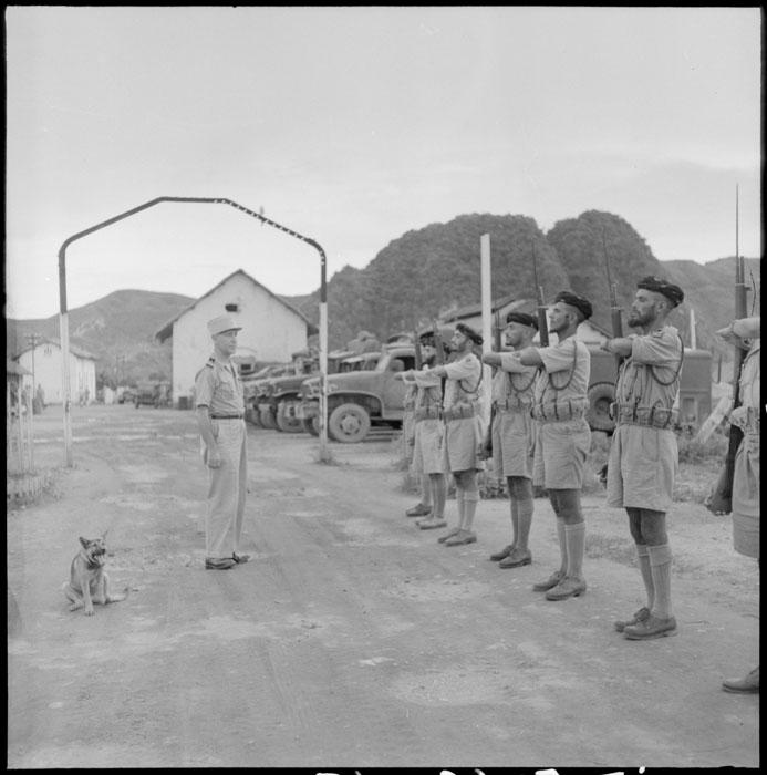 Подп Лепаж проводит смотр солдат  59 гум 1 табор 14 июлля 1950.jpg