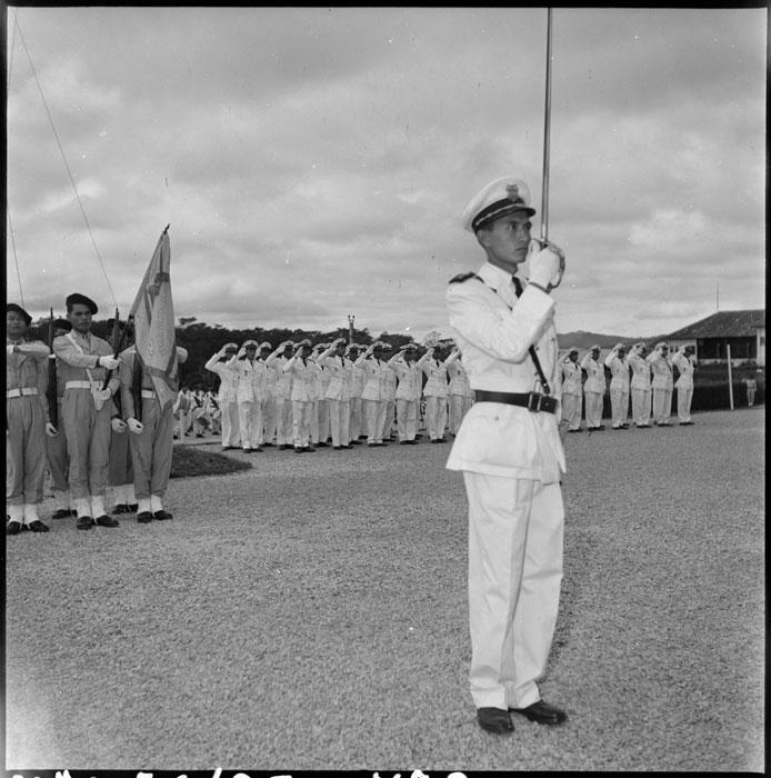 Выпуск в военном училище в Далате 2 дек 1951.jpg