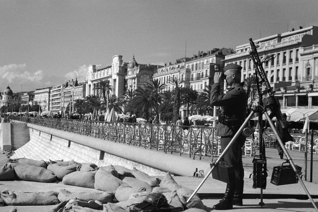 Ницца Англ наб нем часовой авг 1944 .jpg