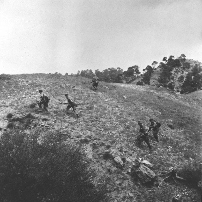 04 солдаты на местности март 1958 Берту.jpg