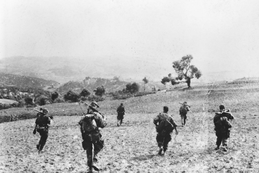 05 солдаты на местности март 1958 Берту.jpg