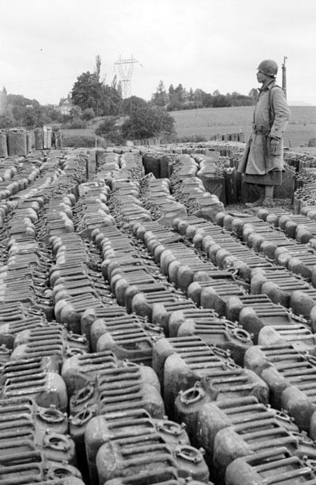 Склад горючего в Вогезах сент окт 1944 Жак Белен.jpg