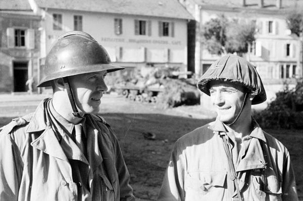 Лейтенанты Алло и Драи 3 полка алж стр в Корнимоне 14 окт 1944 Жак белен.jpg