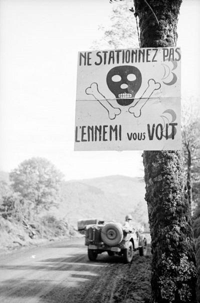 На дороге сент окт 1944 Жак белен.jpg