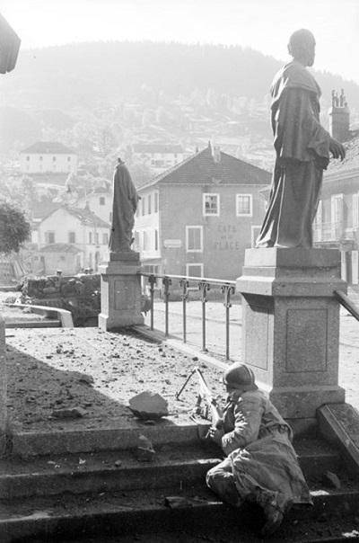 Солдаты 3 полк алж стр в Корнимоне 14 окт 1944 Жак белен.jpg