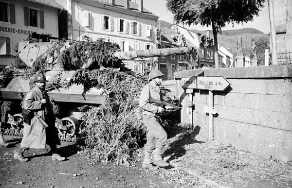 Солдаты 3 полка алж стр в Корнимоне 14 окт 1944 Жак Белен.jpg