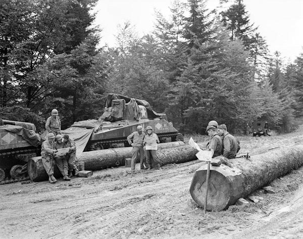 Экапиж танка Шерман из 4 эжскадрона 2 кирас полка сент окт 1944 Жак Белен.jpg