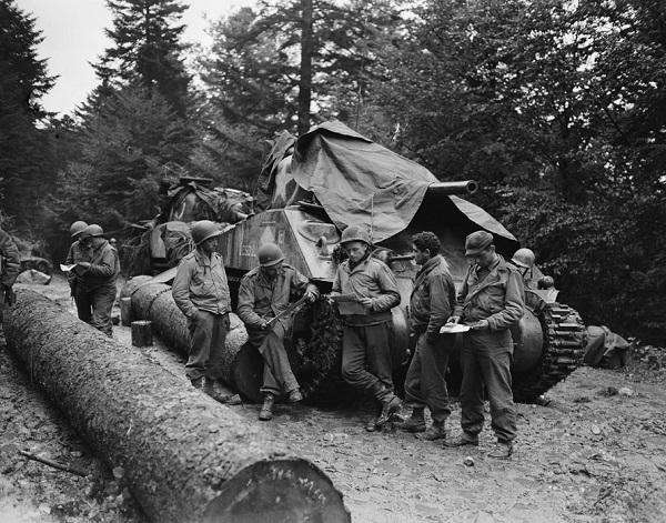 Экипад танка Шерман 4 эск 2 кир полка сент окл 1944 Жак Белен.jpg