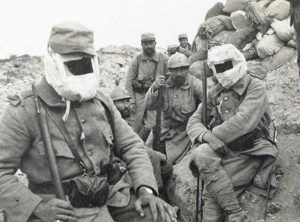 солдаты в газ масках лето 1915 Фердинан Прон де л Эпине сэн Радегонд.jpg