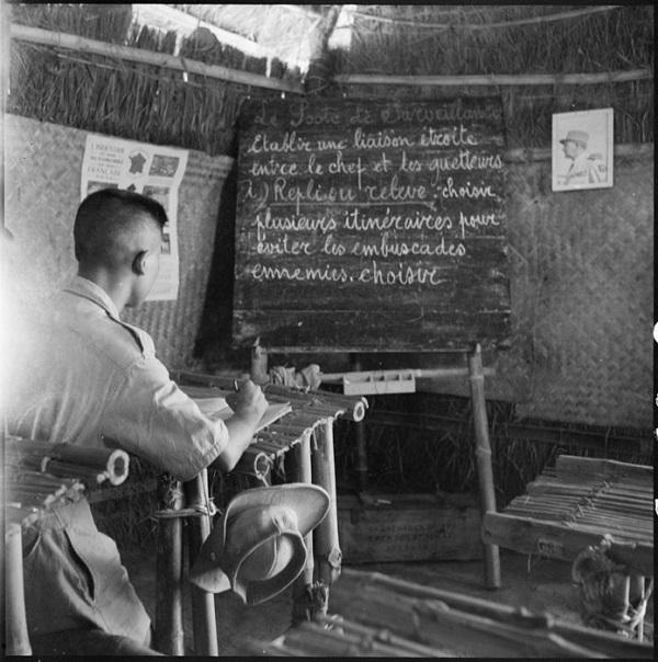 ученик в школе кадров 2 полка кол пех в Luc Nam май 1951 Жак Оксенар.jpg