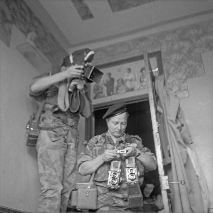 Бель и Мишаловский в доме июнь 1958.jpg