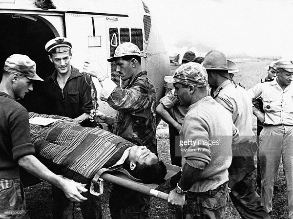 Эвакуация раненого 20 окт 1953.jpg