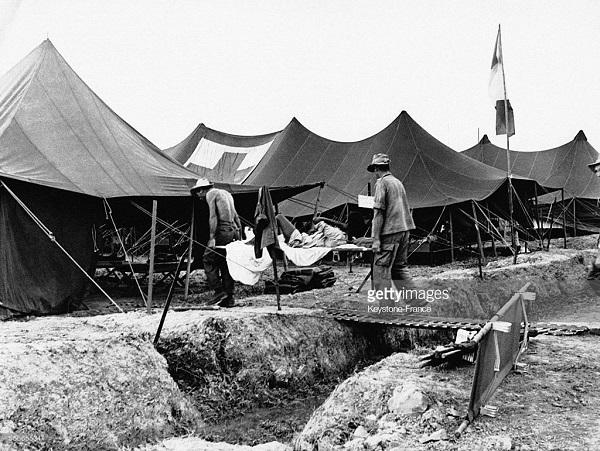 Эвакуация раненых из ДБФ 1953.jpg