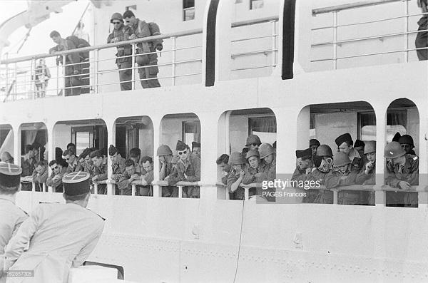 Прибытие призывником на корабле Город Оран 14 b.yz 1956 Франсуа Паж илиПажес 2.jpg
