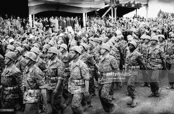 27 апреля 1962 Бел Белла в Тунисе парад АНО.jpg