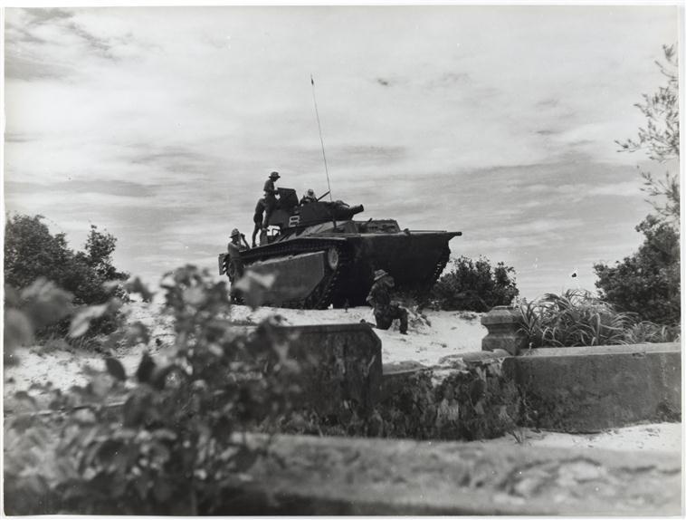 Гаубица оьеспец поддержку пара июль 1953 оп камарг Ф Жантиль Муз армии.jpg