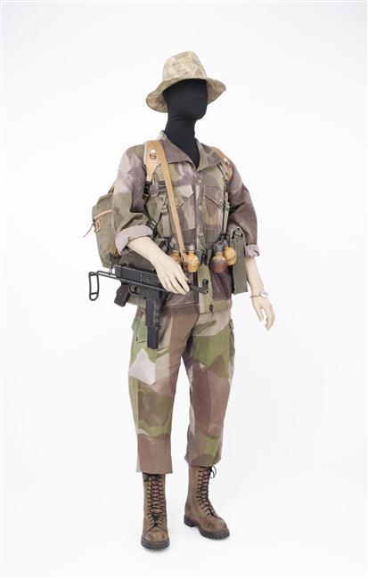 форма солдат 2 бат 1 пар дес полка во время оп камарг Муз армии.jpg