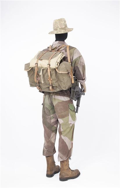 форма солдат 2 бат 1 пар дес полка во время оп камарг Муз армии2.jpg