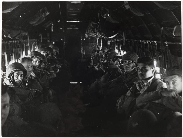 В самолете март 1954 Камю.jpg