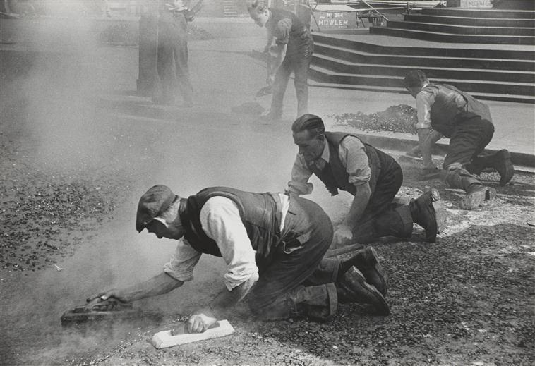 Люди за работой Англия 1954 Рибу.jpg
