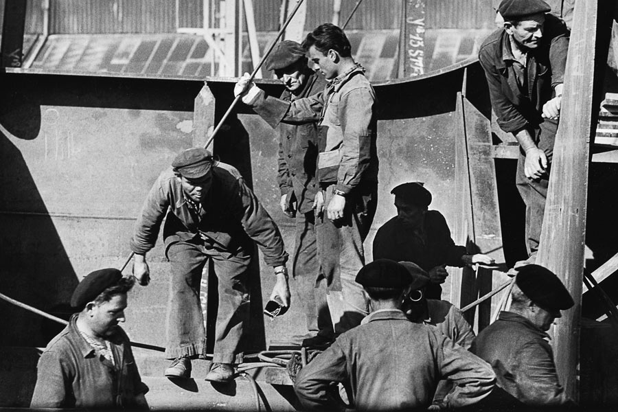 строители пакетбота в сен лазаре 1959.jpg