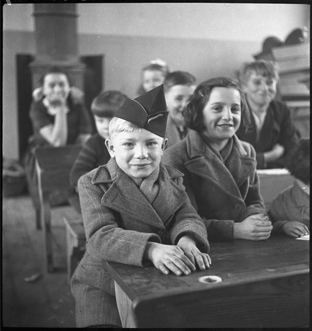 Первый урок фр в эль деревне нояб 1944 фев 1945 Р Парри.jpg