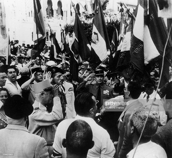 Салан и Массю у памятника павшим май 1958.jpg