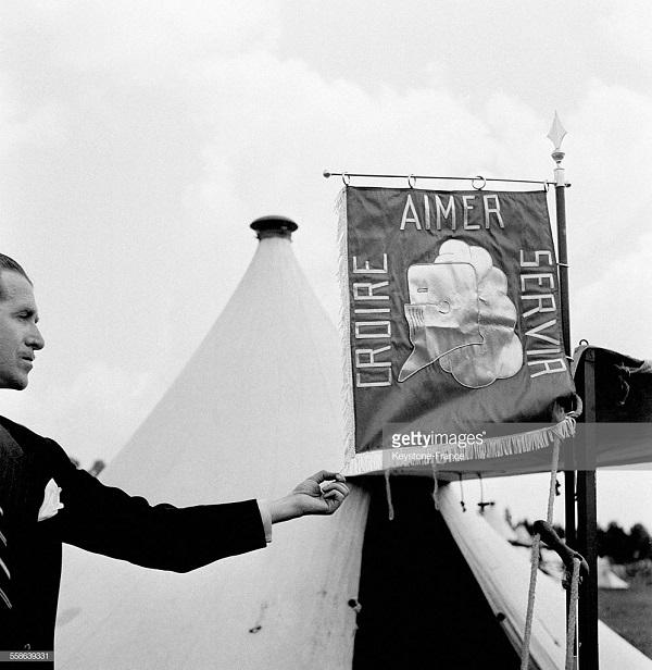 знамя в лагере 1940.jpg