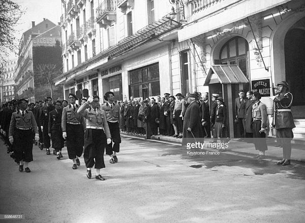 Парад в виши в честь 88 петена 1944.jpg