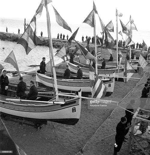 спуск постр лодок на воду в присут де ла порта 1940.jpg
