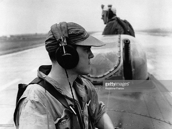 Возвращение с вылета аэродром Кат Би 1954.jpg
