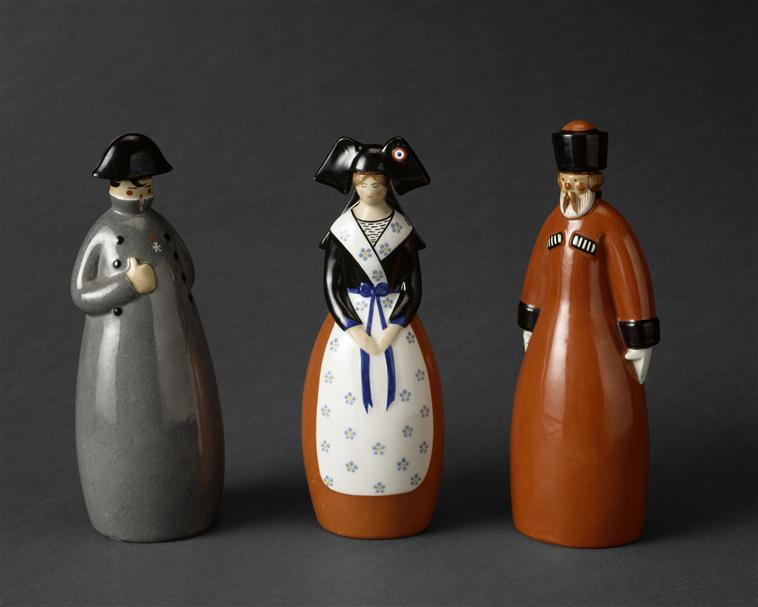 бутылки водки нап эльзаска казак 1922 1924 лимож.jpg