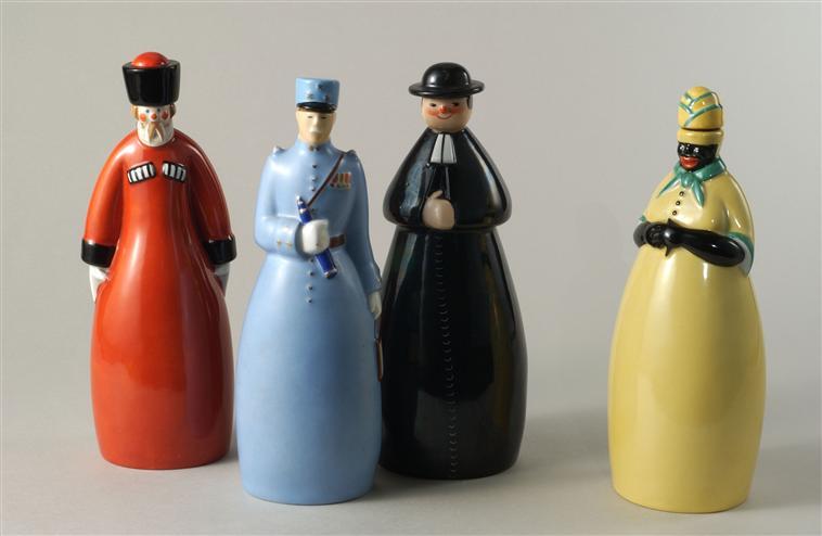 бутылки водки негрит петен кюре казак 1934 севр.jpg