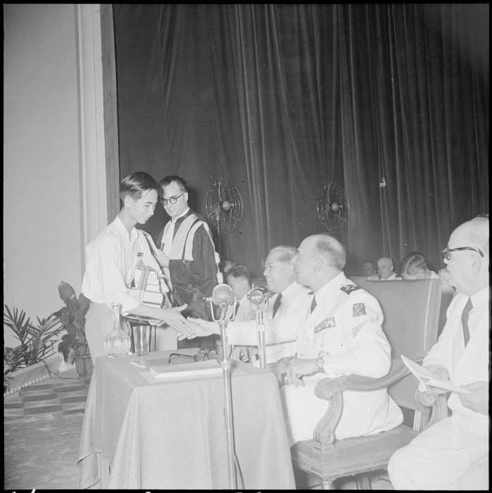 Раздача призов в лиц Шасселу Лоба 11 июля 1951 П Кутар.jpg