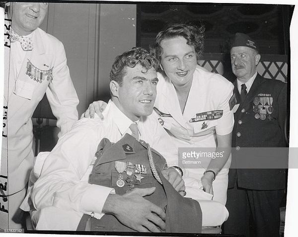 4 де Галапр и ран парал  Раймон wegscheider из кореи в отеле Плаза в США июль 1954.jpg