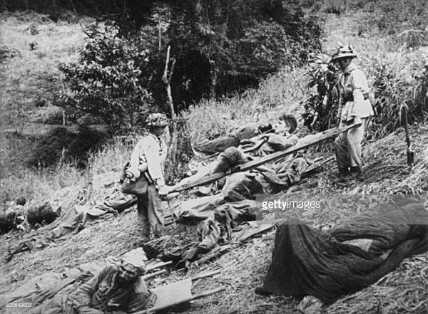 1 вьетнамцы вытаск с поля боя и перев ф 1954 не к.jpg