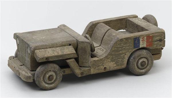 Джип игрушка 1940 Блеранкур.jpg