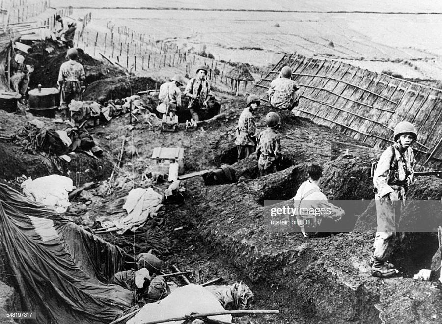 11Пара на берегу Черной реки 10 окт 1952.jpg