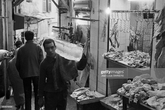 Мясная лавка в касбе г Алжир 1960 Ж Л свинер.jpg
