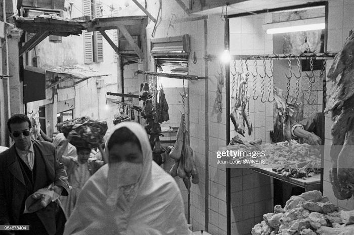 Мясная лавка в касбе г Алжир 1960 Ж Л свинер2.jpg