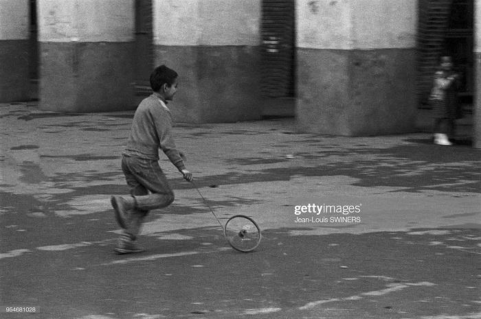 Ребенок на улице г Алжира 1960 Ж Л Свинер.jpg
