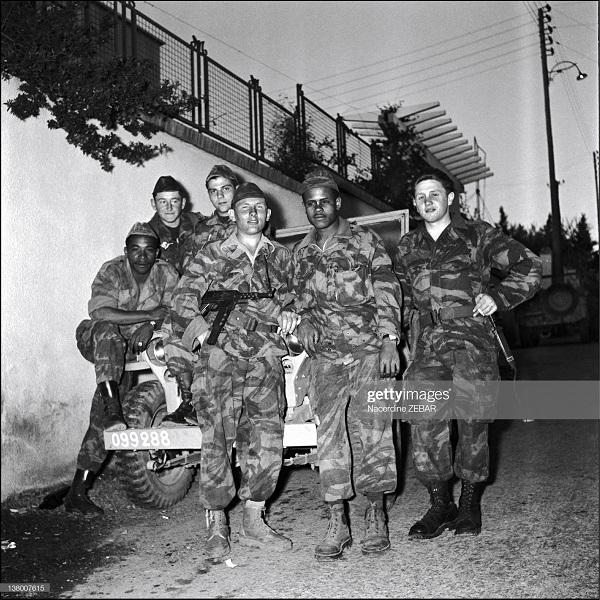 Французские парашютисты времен Битвы за Алжир.