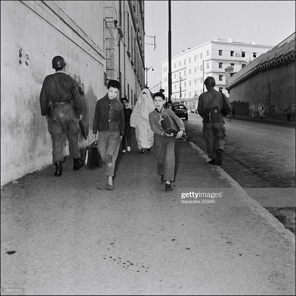 фр парашютисты патр улицы июнь 1957 Насредин Зебар2.jpg