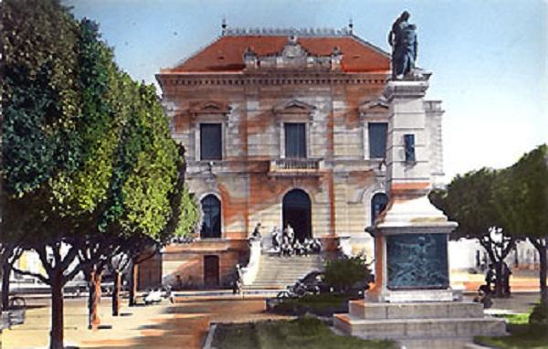 Сен Дени де Сиг памятник павшим.jpg